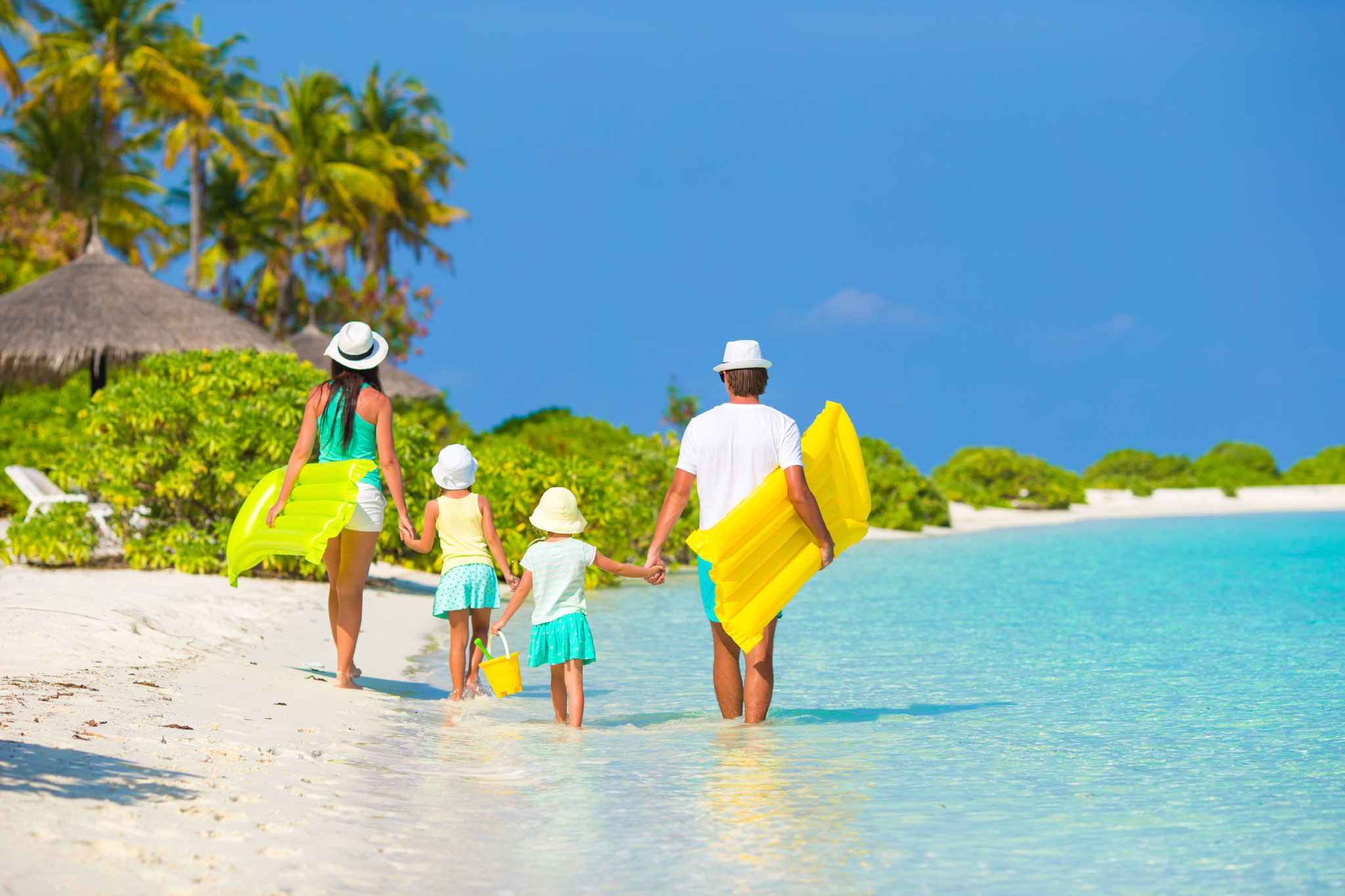 5 ways you can save money for your familyt holiday